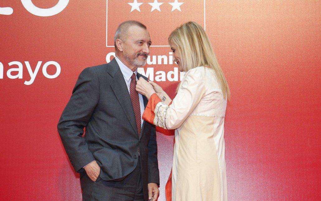 Arturo Pérez-Reverte y Cristina Cifuentes