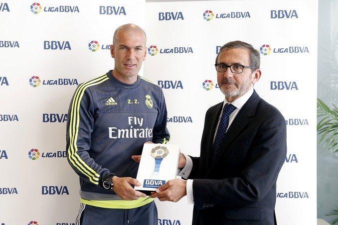Zidane y Juan Carlos Hidalgo director de la Territorial Centro de BBVA