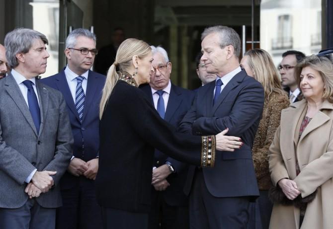 Cristina Cifuentes muestra sus condolencias a Pierre Labouverie