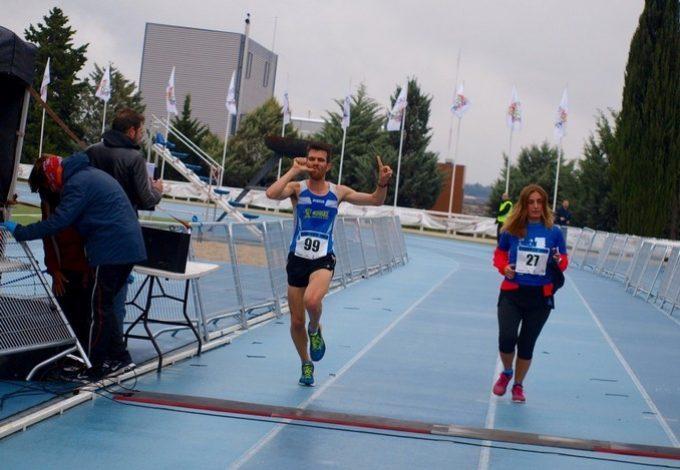 Llegada a meta del ganador de los 10K – Foto: Ignacio Castro Otero
