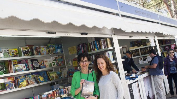 La feria del libro de pozuelo de alarc n congrega a cientos de visitantes en la avenida de - Libreria pozuelo ...
