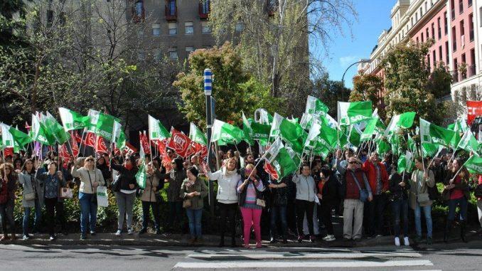 500 trabajadores sanitarios dicen basta y piden negociar for Piscina municipal majadahonda