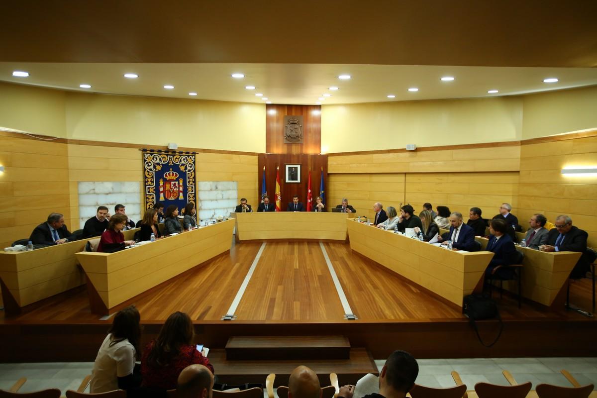 El ayuntamiento de las rozas gestionar las colonias for Piscina municipal majadahonda